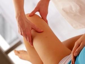 Stiff Knee: Symptoms and Causes of Stiff Knee, Stiff knee, knee stiffness, knee sore, knees sore, knees stiffness, knee problem, knees problem, knee pain, bad knee pain, knee discomfort, knee specialist